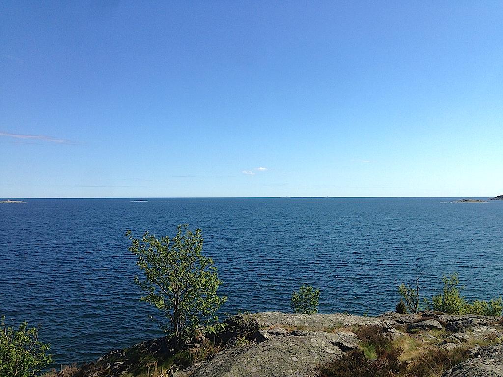 Utsikt från Knappelskärs sydspets. En nästan obruten horisont  över Östersjön.