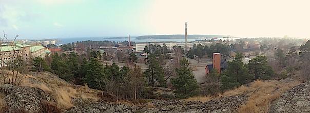 Panoramavy över norra Nynäshamn med, Utsikten, den gamla Teliafabriken och bunkern på Vaktberget.