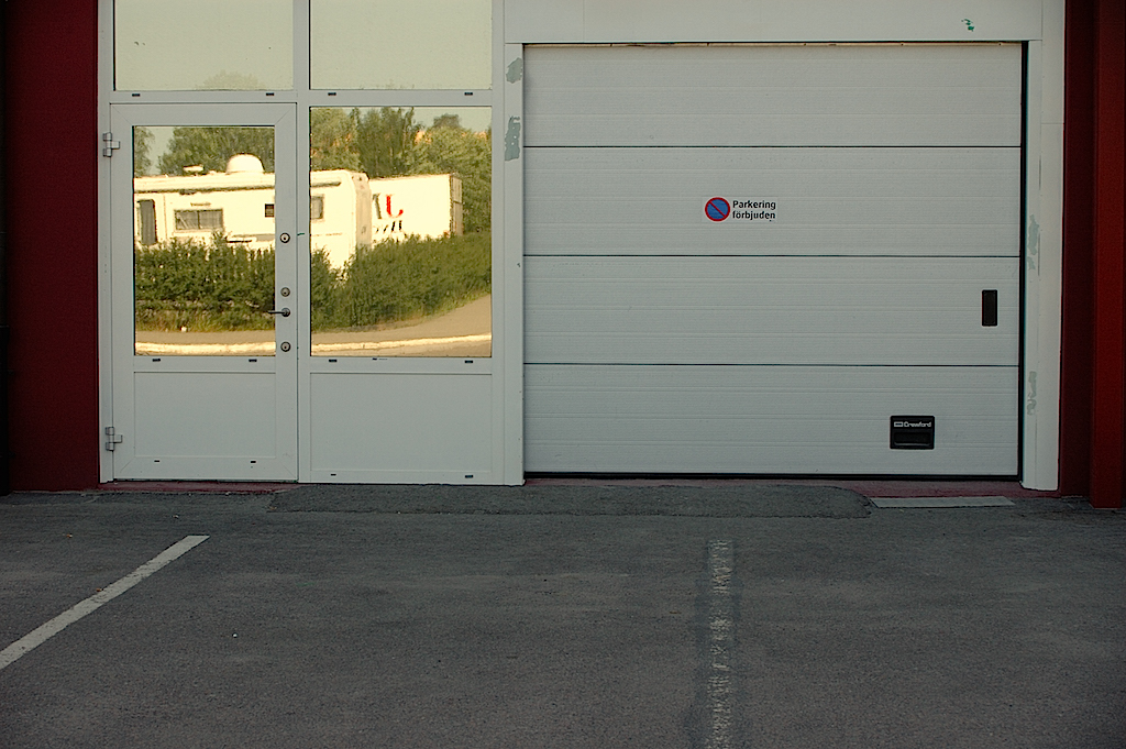 Stängd garageport