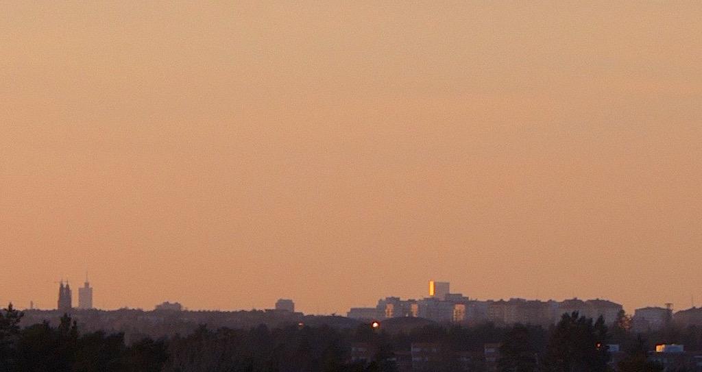 Kista science tower syns 3 mil bort precis bredvid Högalidskyrkan.