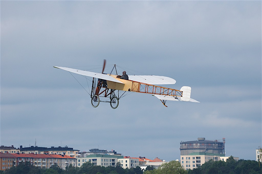 Blériot över gärdet i Stockholm.